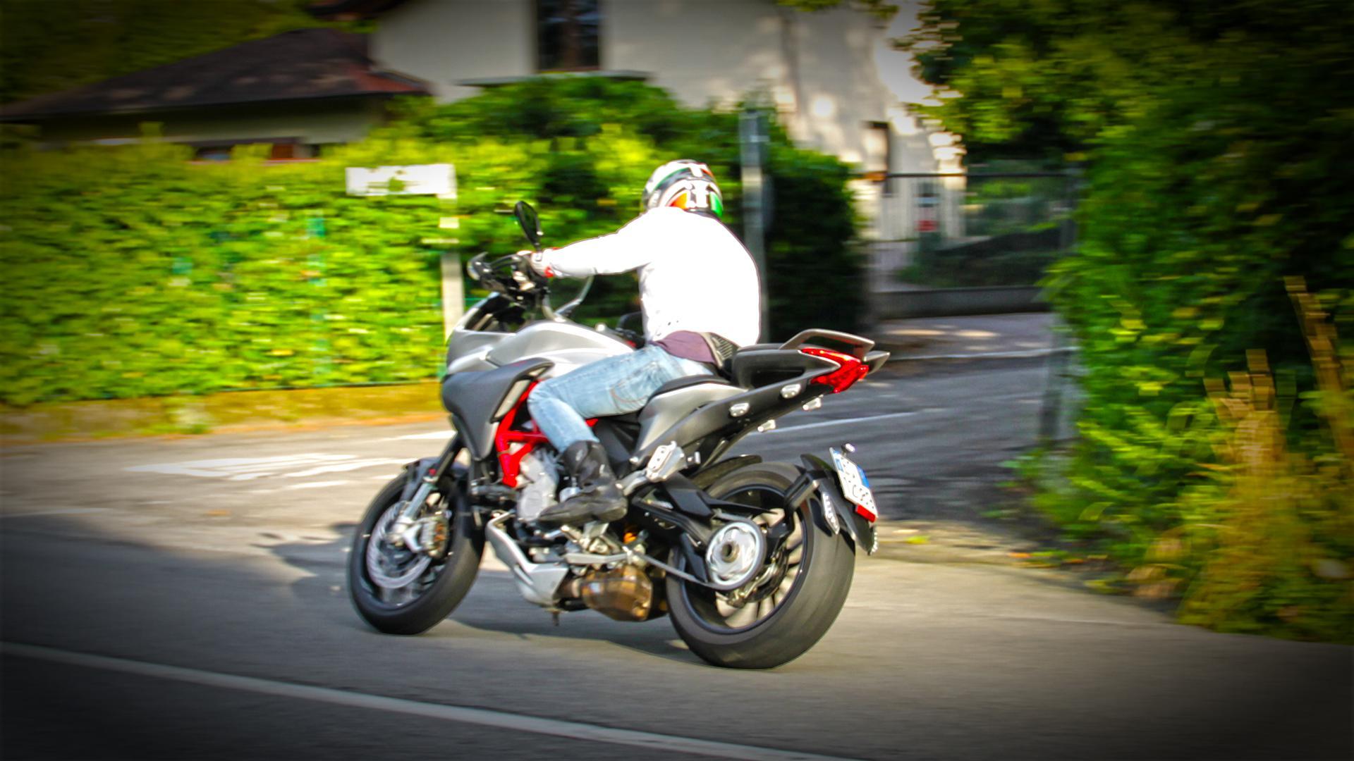 mv-agusta-turismo-veloce-prova-test-119