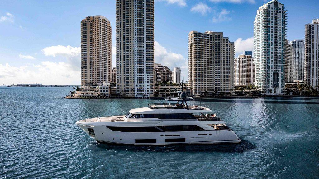 ferretti-yachts-custom-line-navetta-33