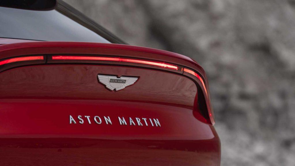 aston-martin-dbx-15