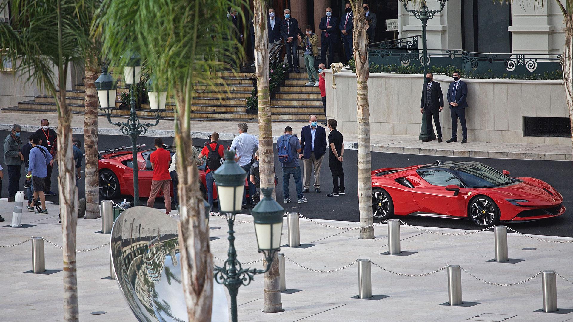 Ferrari SF90 Stradale: dietro le quinte del film girato a Monaco con Charles Leclerc