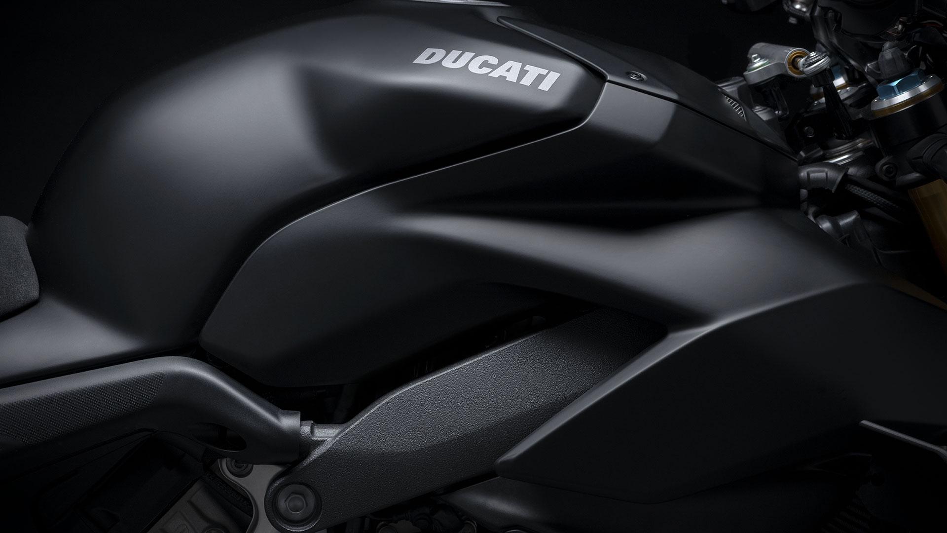 ducati-streetfighter-v4-s-dark-stealth