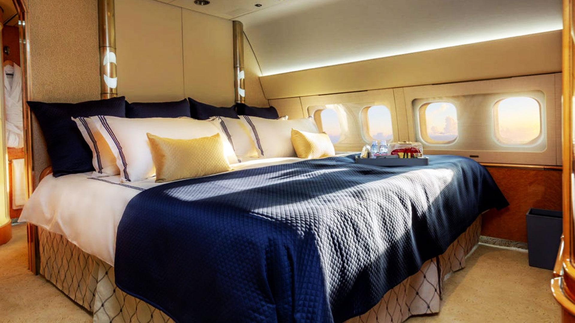 boeing-767-200er-skylady-comlux