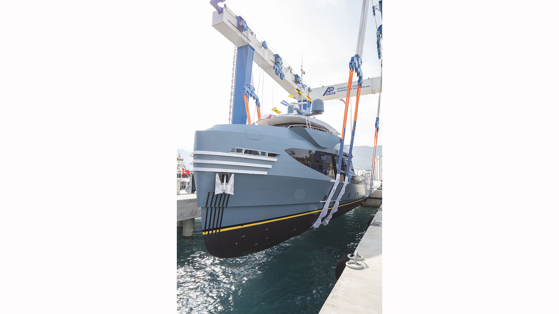 alia-yachts-phi-phantom